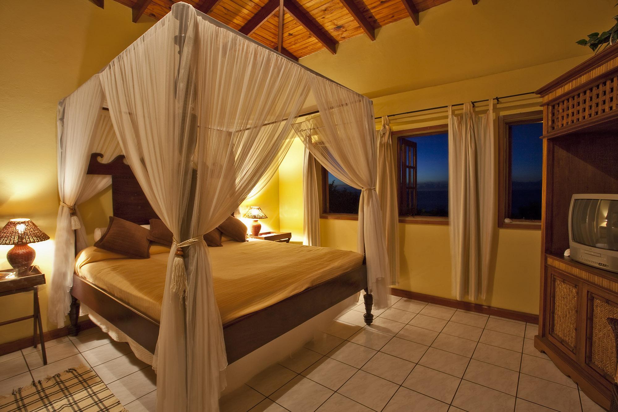 Capri-Honeymoon-Suite-Calabash-2